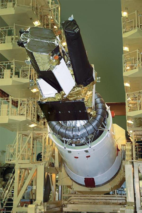 Abbildung: PFM eRosita (linkes Teleskop) bei der Startvorbereitung in Baikonur (Foto(Quelle): Roskosmos in Russland)